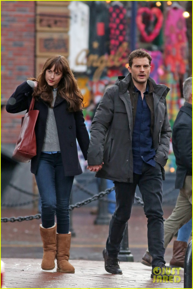 Jamie Dornan Amp Dakota Johnson Hold Hands To Reshoot Fifty