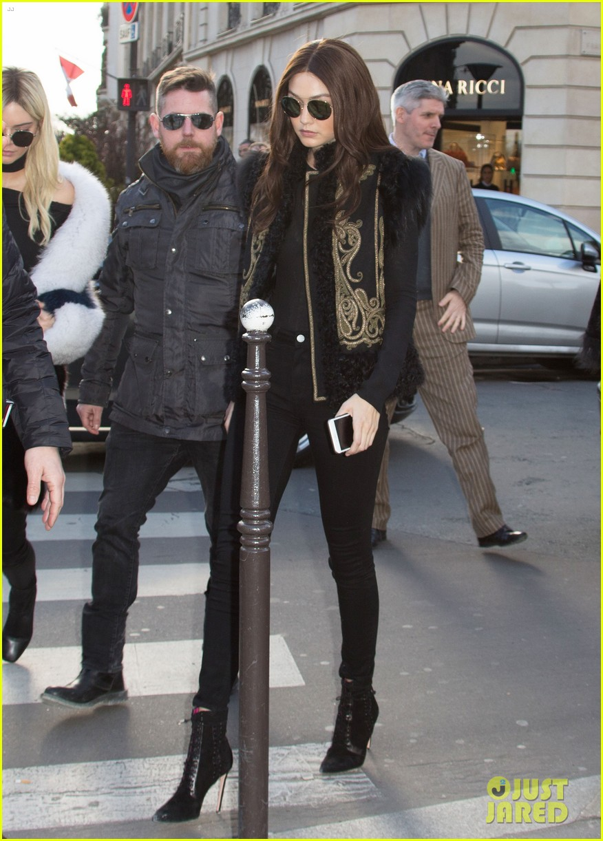 f62334202e388 Kendall Jenner is Barely Recognizable as a Blonde in Paris!  Photo ...