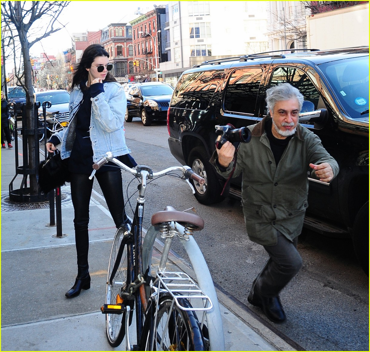 kendall jenner literal parazzi run in 083617012