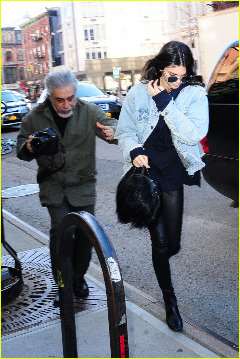 kendall jenner literal parazzi run in 093617013