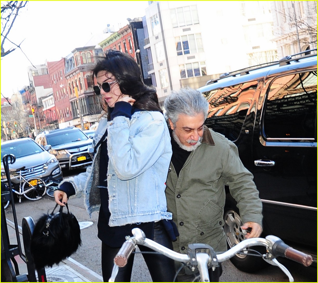 kendall jenner literal parazzi run in 153617019