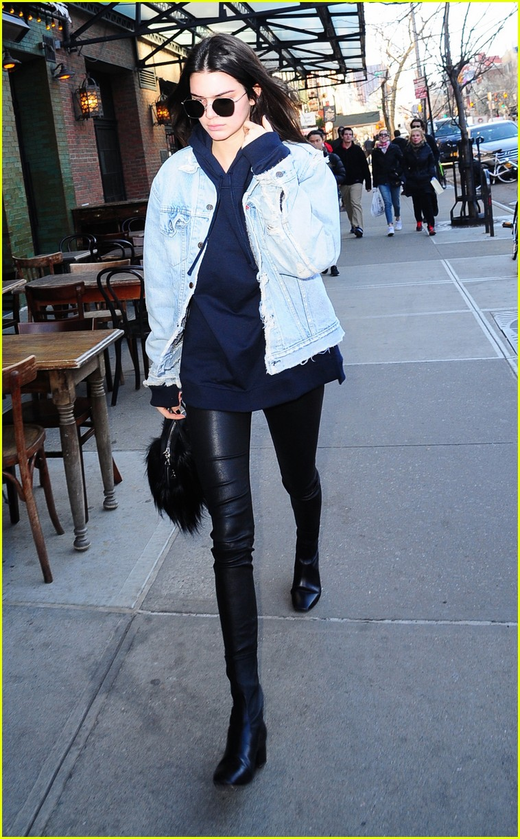 kendall jenner literal parazzi run in 193617023