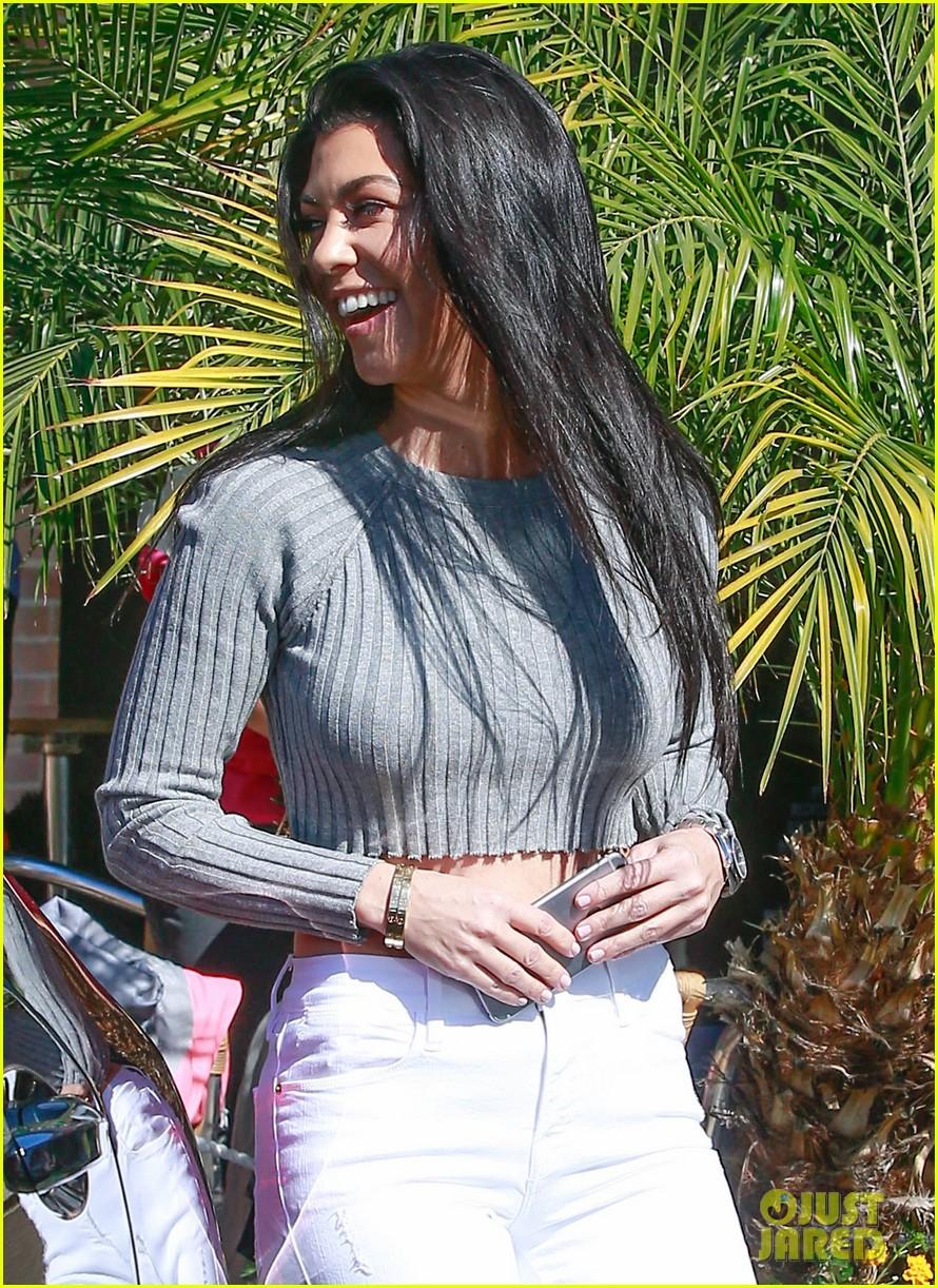 kourtney kardashian reunites with robs ex girlfriend 073594359