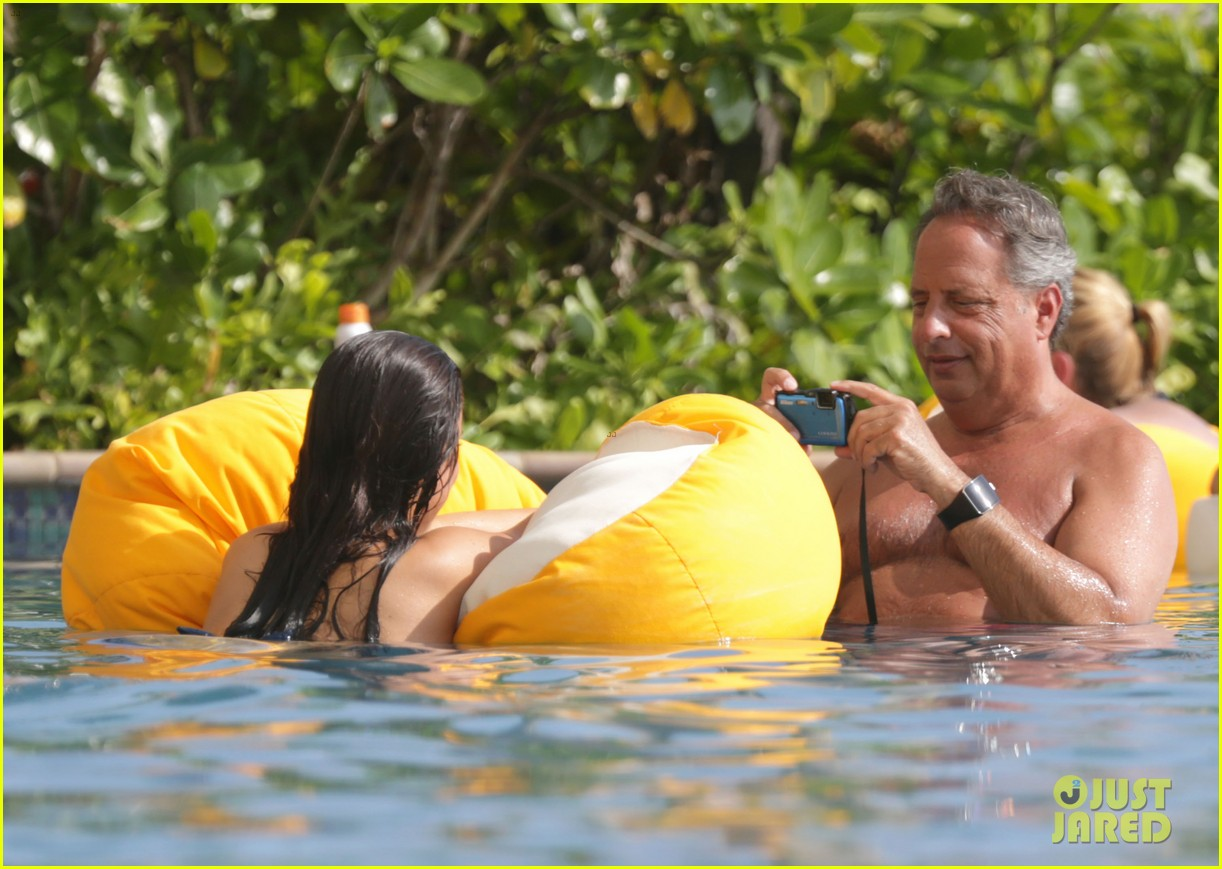 Jessica Lowndes & Jon Lovitz Spent Time in Hawaii a Year Ago