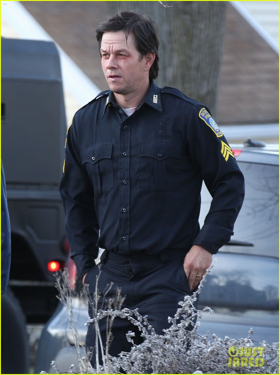 mark wahlberg patriots day filming police uniform 033618367