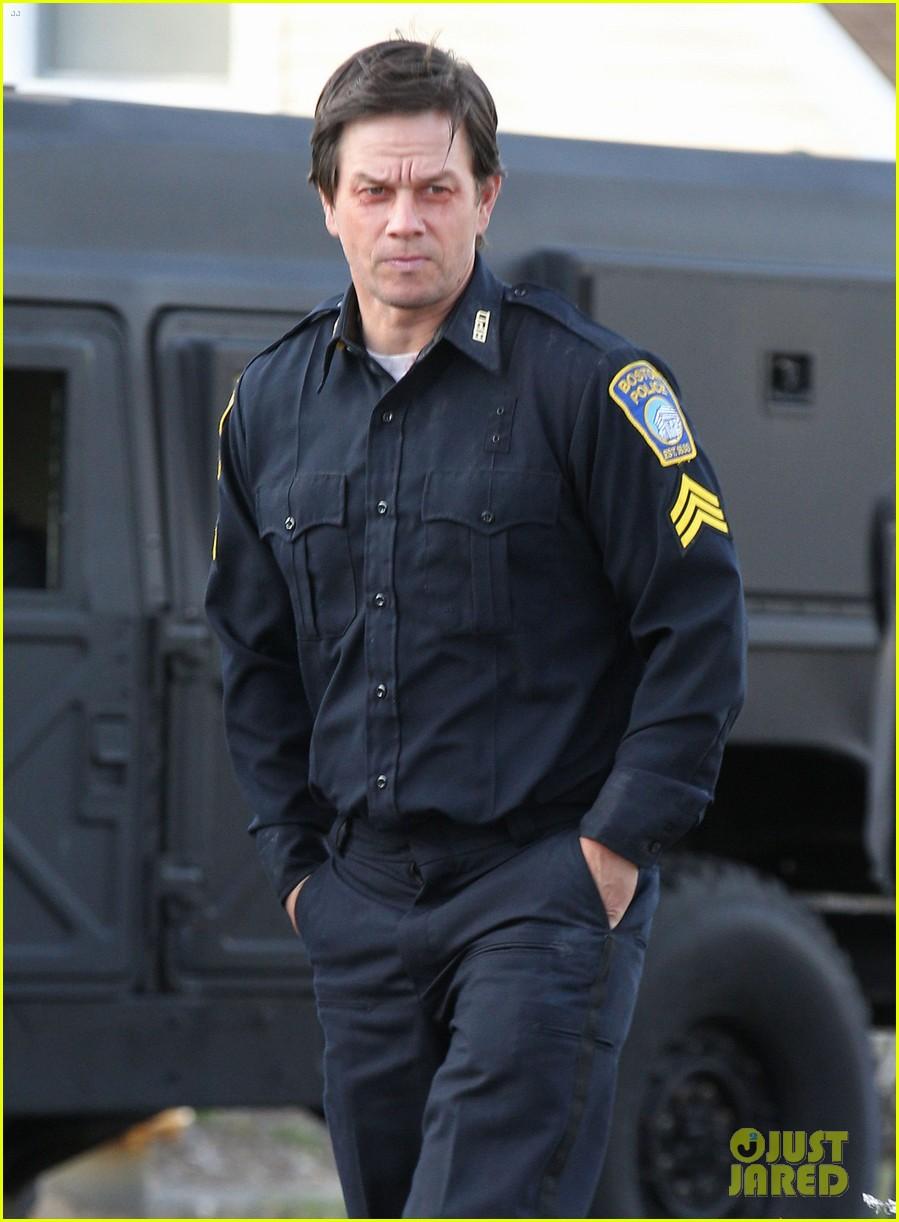 mark wahlberg patriots day filming police uniform 043618368
