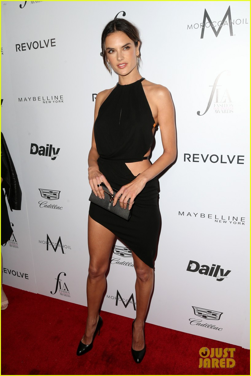 rosie huntington whiteley alessandra ambrosio daily front row awards 123611042