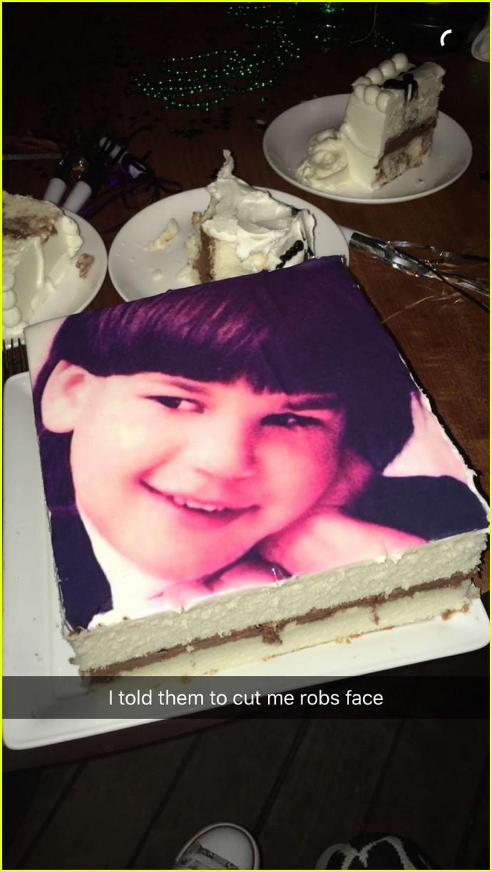 Rob Kardashian Celebrates Birthday At Dinner With His Family Photo