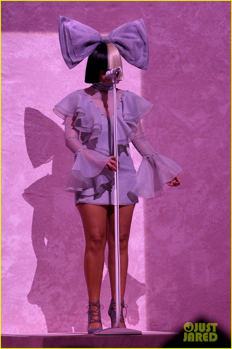 Sia Performs 'Cheap Thrills' Live on 'American Idol' (Video