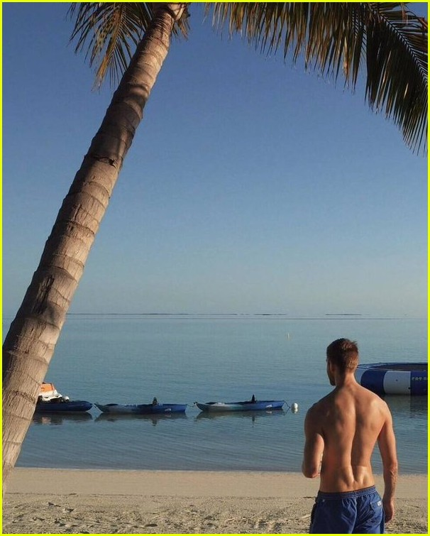 Taylor Swift Calvin Harris Share Romantic Beach Vacation Pics