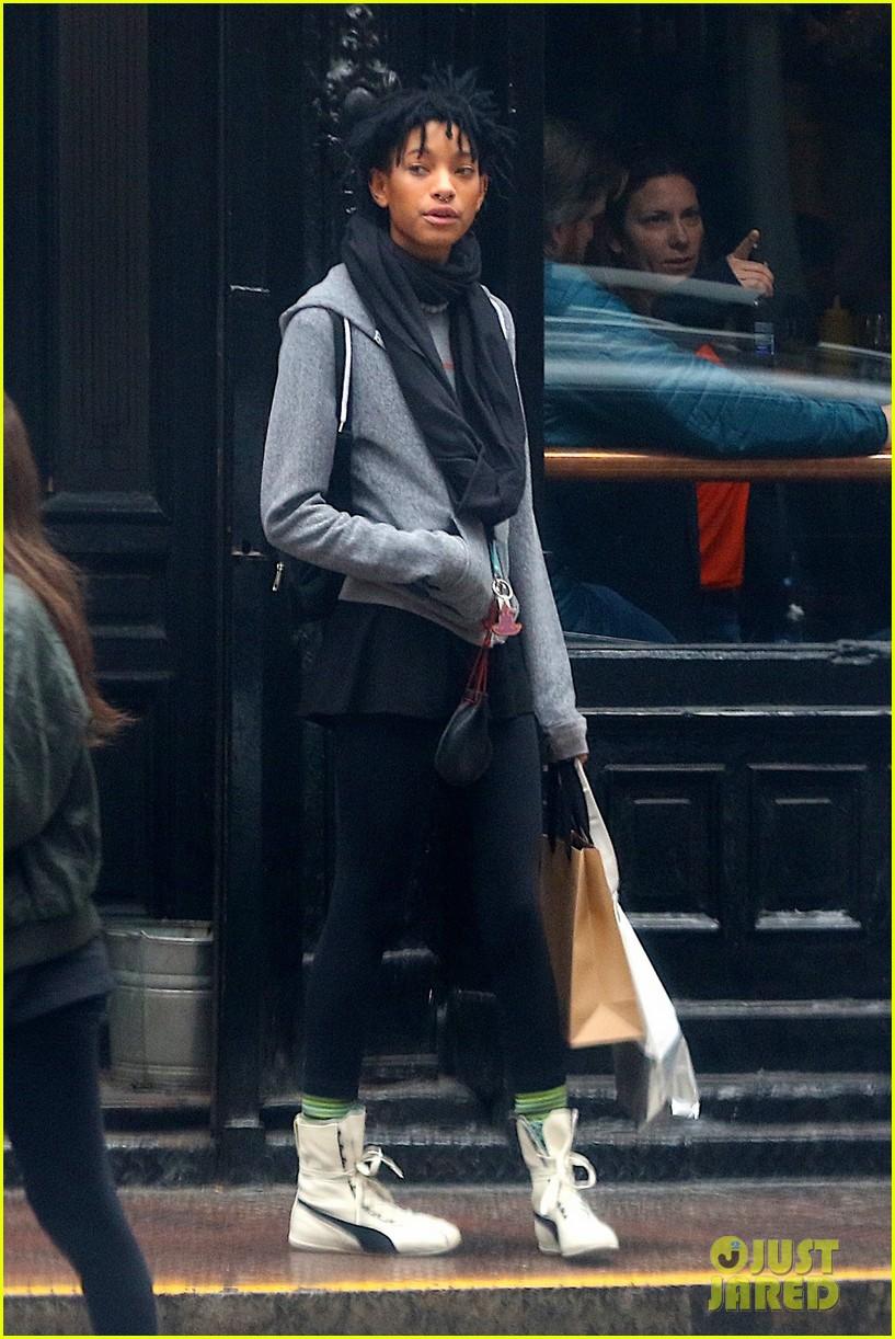 Will Smith, Jada Pinkett Smith, & Daughter Willow Catch ...