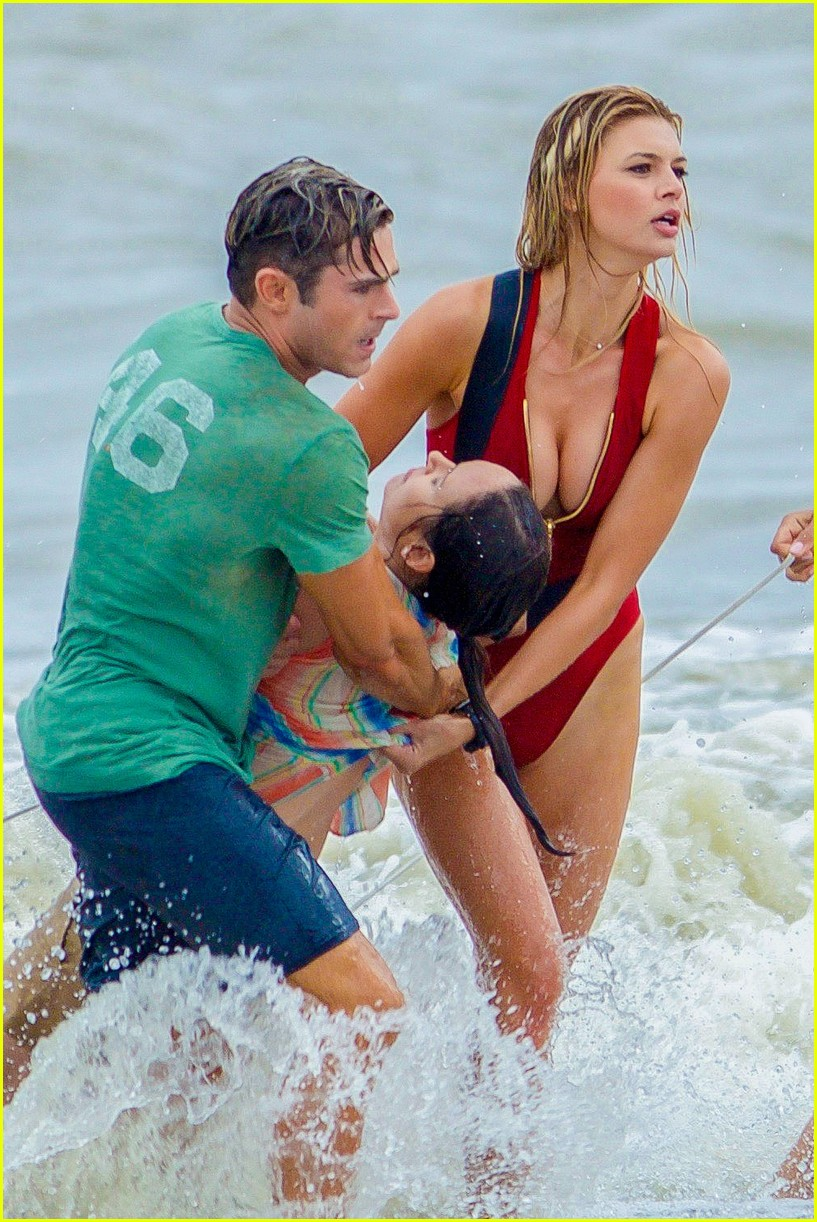 zac efron films drowning0rescue baywatch 013617941