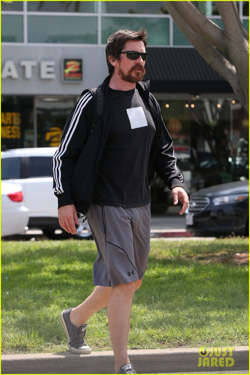 christian bale steps out in his workout gear for a meeting 013632297