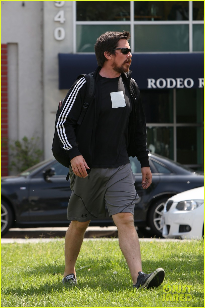 christian bale steps out in his workout gear for a meeting 163632312