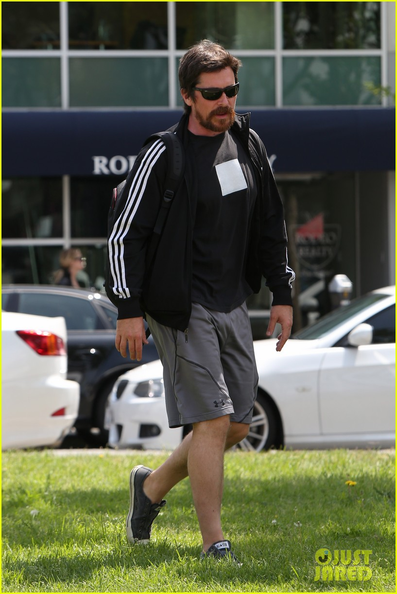 christian bale steps out in his workout gear for a meeting 183632314
