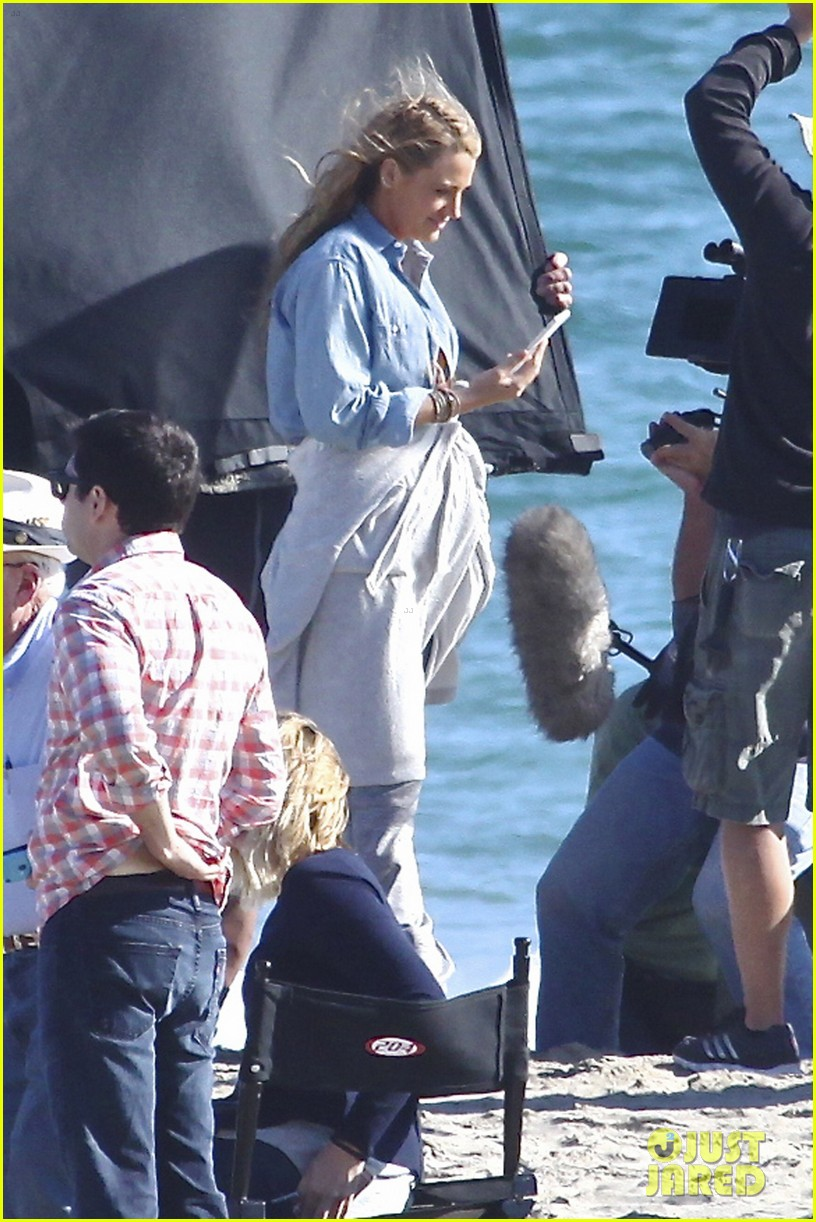blake lively pregnant expecting second child 093631269