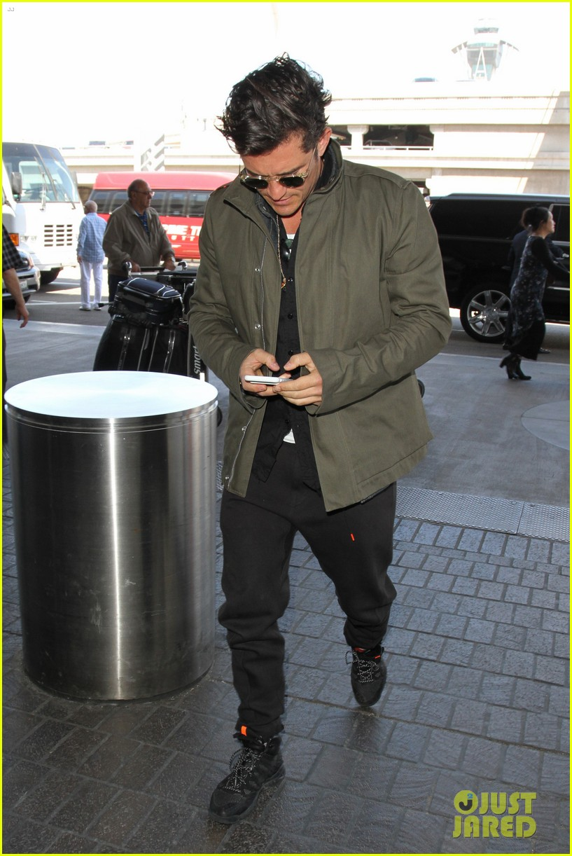 orlando bloom pulls off cool airport style for trip to paris 113641132