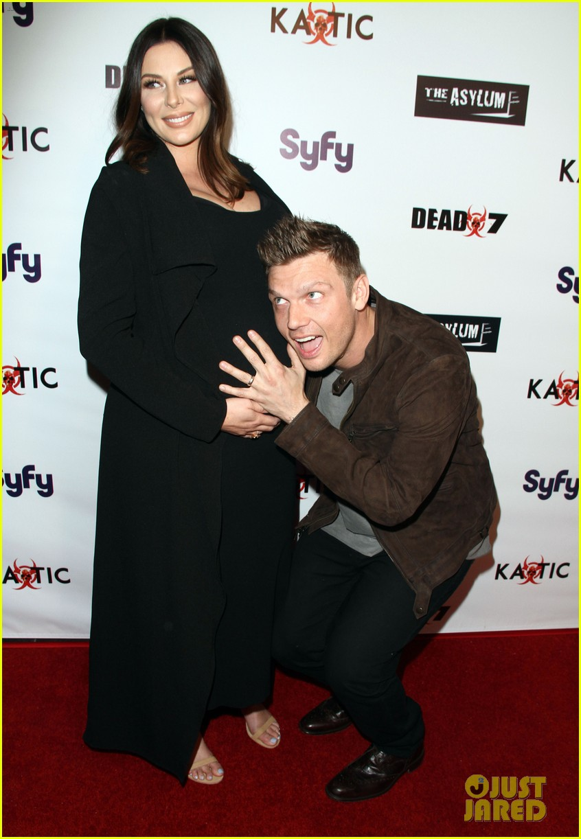 nick carter kisses pregnant wife lauren baby bump 013620464