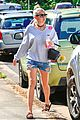miley cyrus liam hemsworth grab breakfast in australia 03