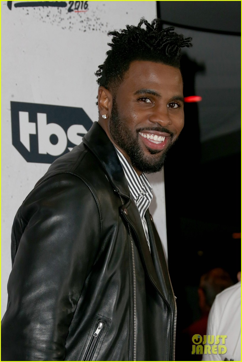Jason Derulo Performs New Song at iHeartRadio Awards! (Video