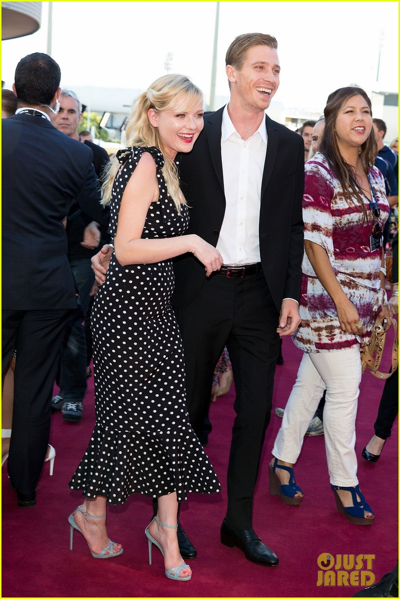 kirsten dunst garrett hedlund split after four years of dating 033629343