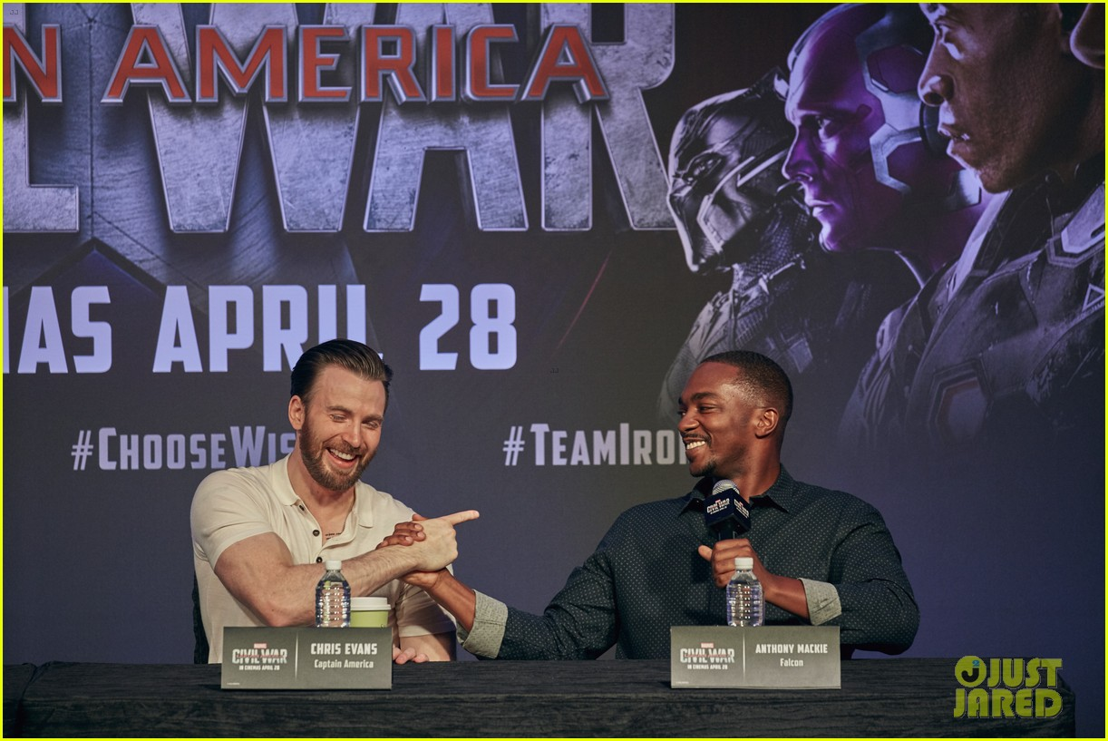 http://cdn01.cdn.justjared.com/wp-content/uploads/2016/04/evans-donut/chris-evans-robert-downey-jr-fight-over-last-donut-watch-07.jpg