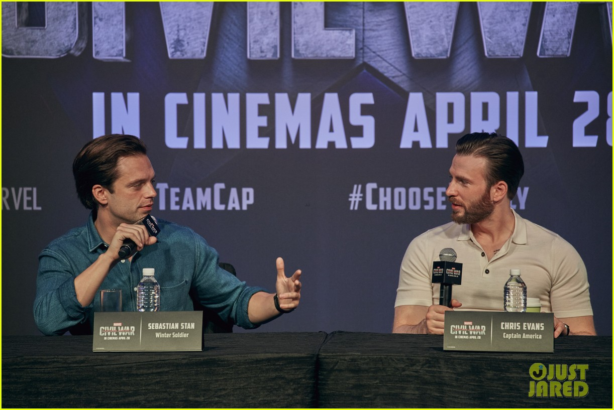 http://cdn01.cdn.justjared.com/wp-content/uploads/2016/04/evans-donut/chris-evans-robert-downey-jr-fight-over-last-donut-watch-21.jpg