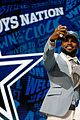 ezekiel elliott wears crop top to nfl draft bares his abs 08
