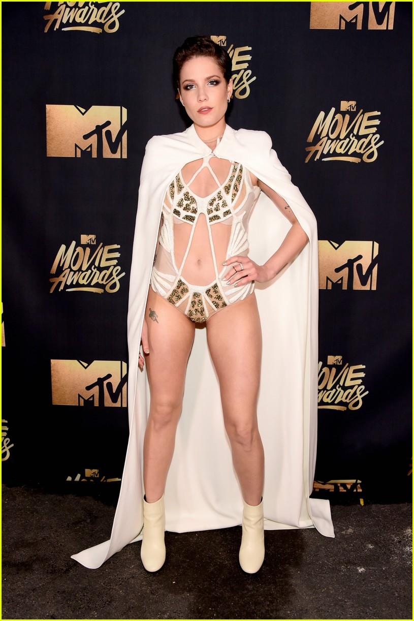 51806e0597ba Halsey Wows With Wardrobe Change at MTV Movie Awards 2016  Photo ...