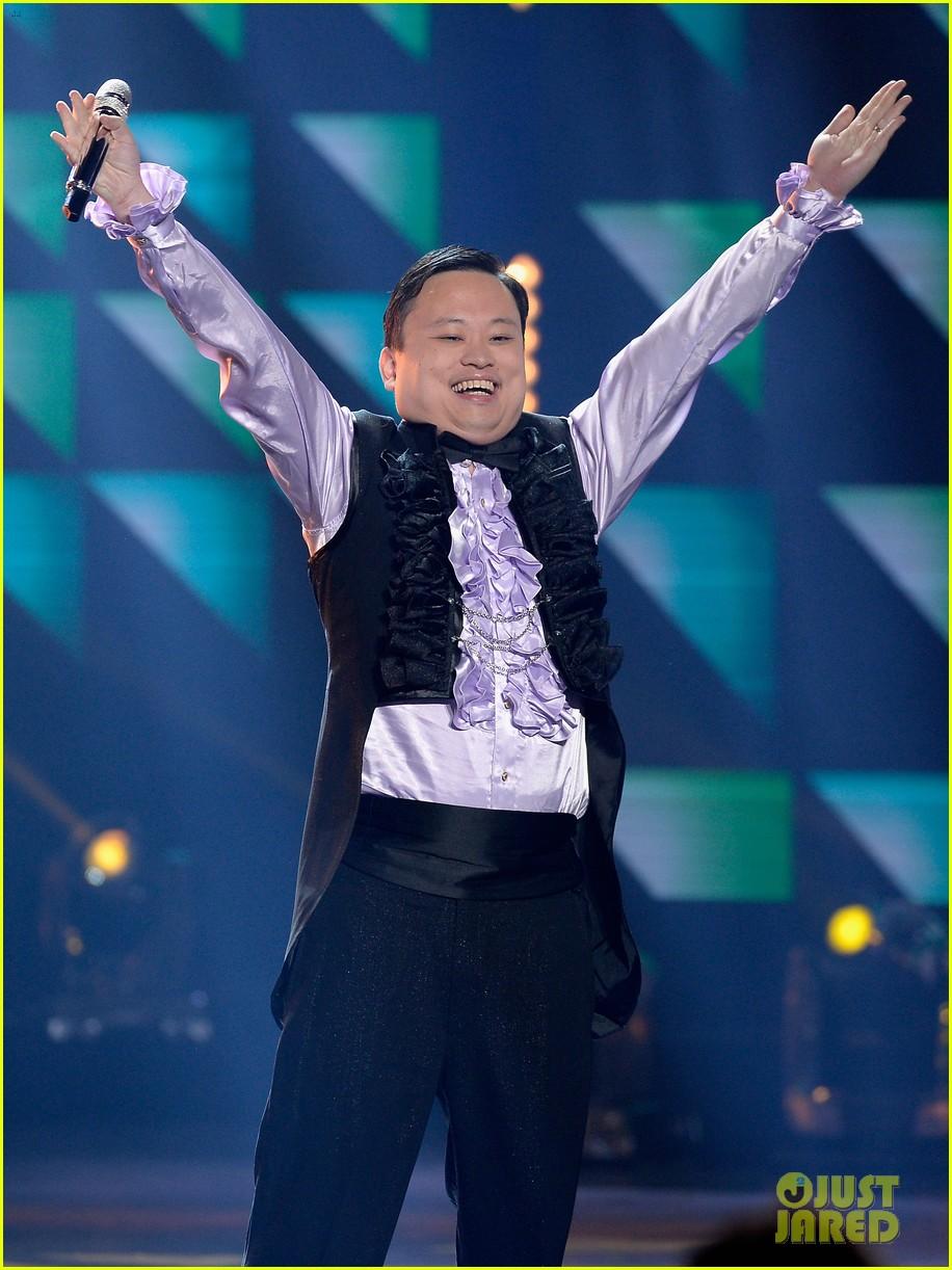 william hung sings she bangs on american idol finale 013625465