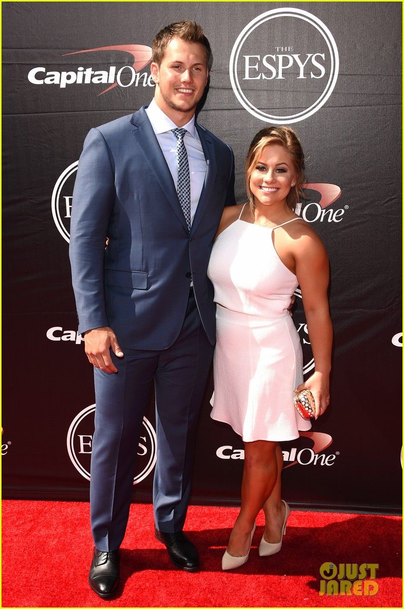 shawn johnson marries andrew east 043633252