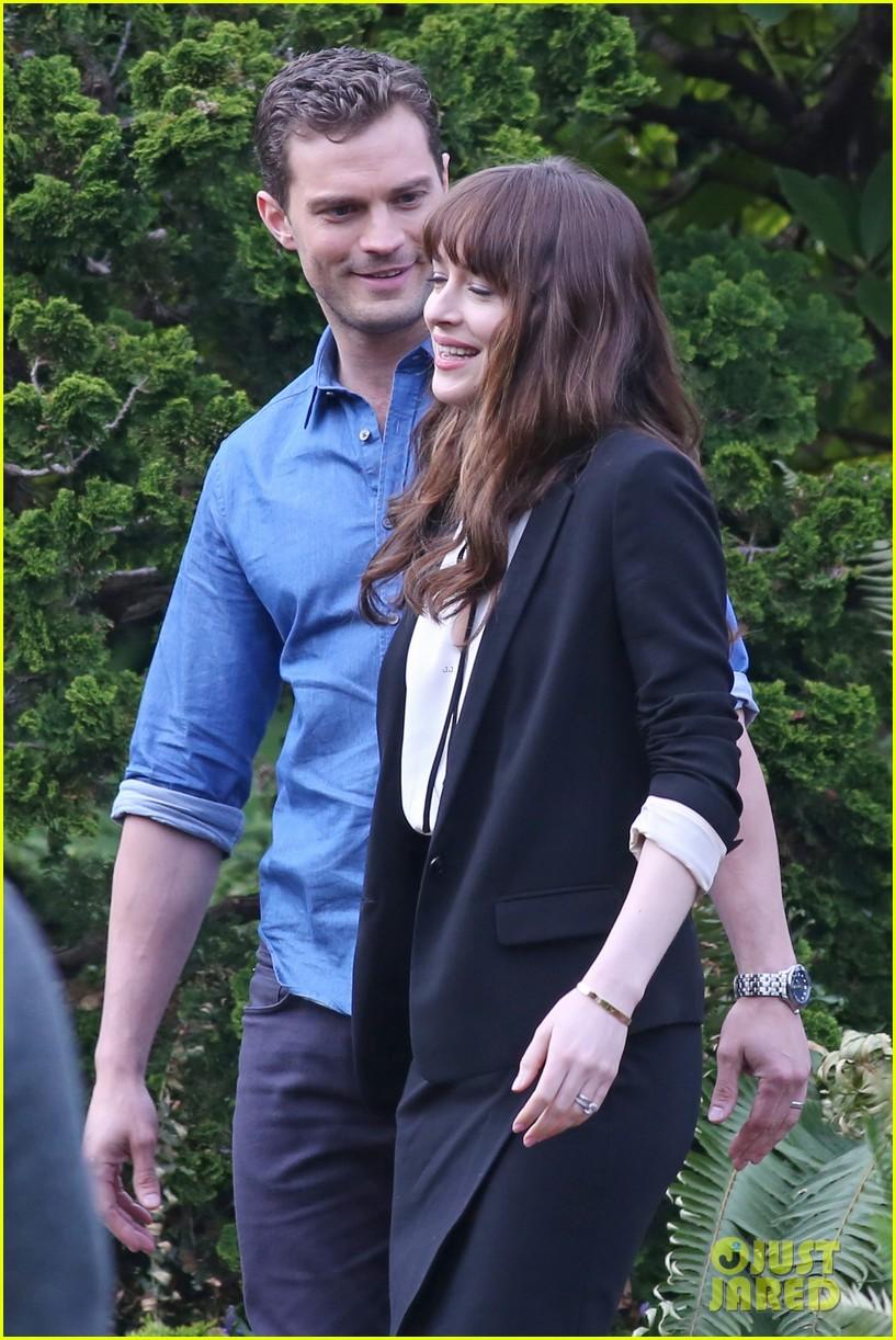 Dakota Johnson Jamie Dornan Wear Wedding Rings On Fifty Shades Set