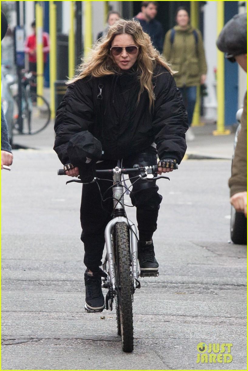 madonna bike ride london after rocco visit 033627404