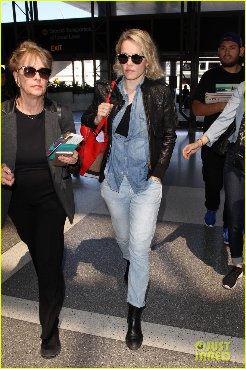 rachel mcadams flight out of lax 043629908