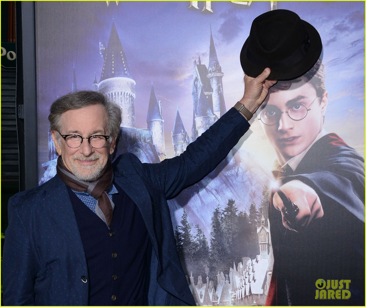 thandie newton makes it a family affair at wizarding world of harry potter opening 163623769