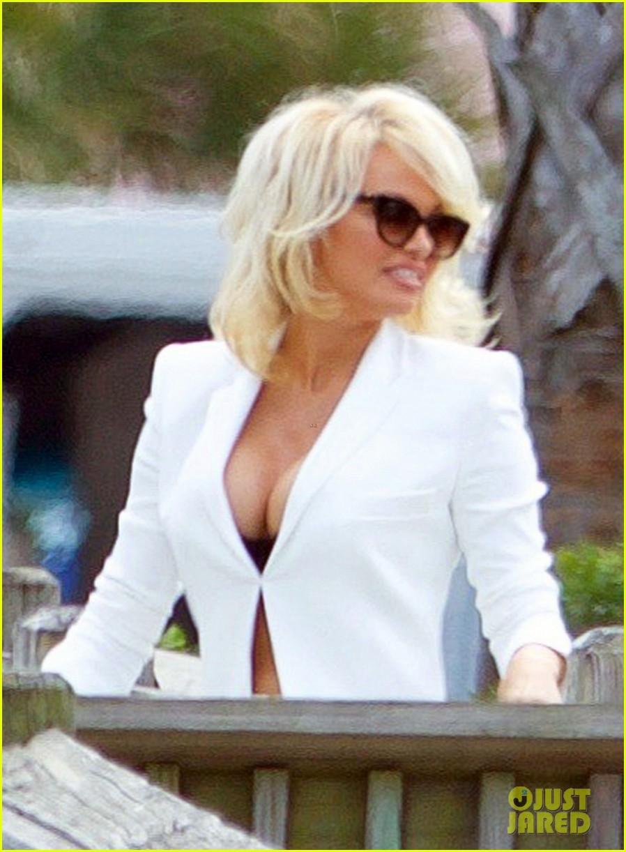 Pamela Anderson Arrives on the Set of 'Baywatch': Photo ... памела андерсон
