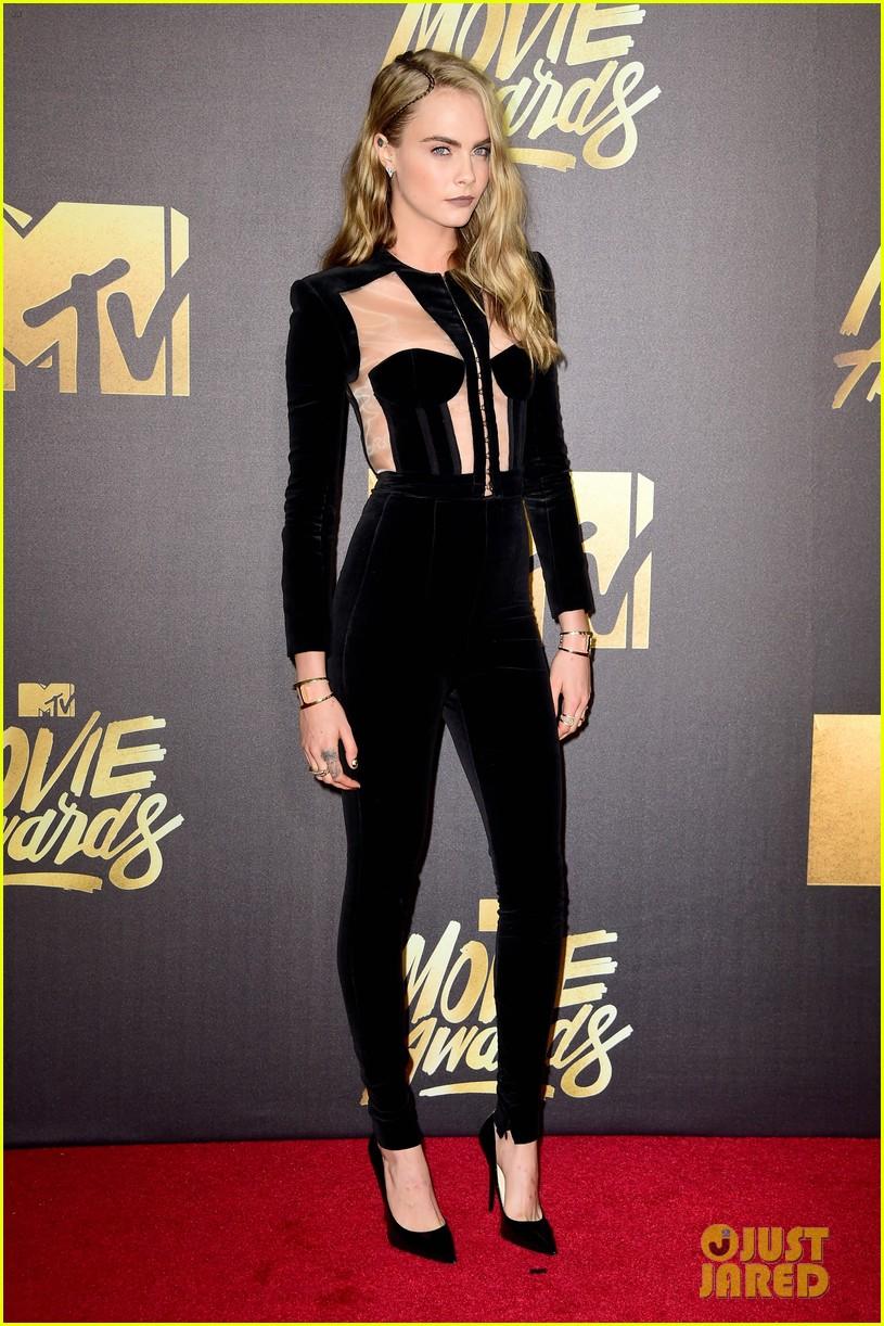 2872edc2cb1763 Jared Leto   Margot Robbie Reunite with  Suicide Squad  Cast at MTV Movie  Awards 2016!