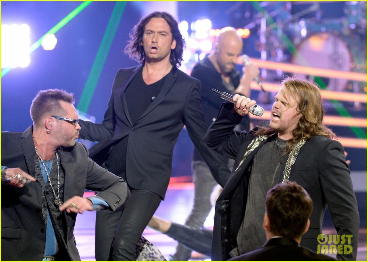 chris daughtry rockers american idol finale 013625425