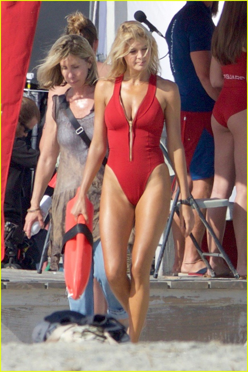 kelly rohrbach sings on set baywatch 083635583