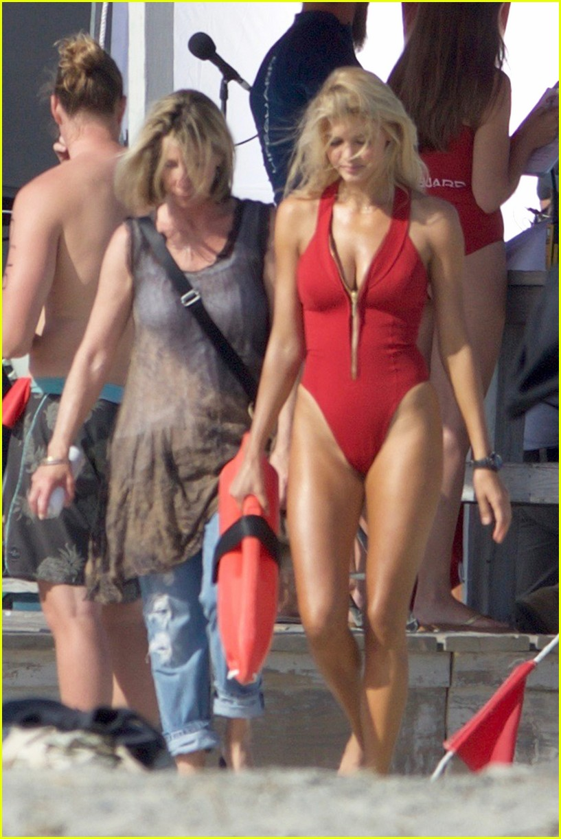 kelly rohrbach sings on set baywatch 093635584