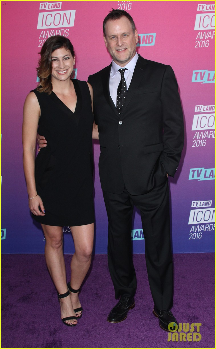 john stamos gets honored at tv land icon awards 2016 043627746