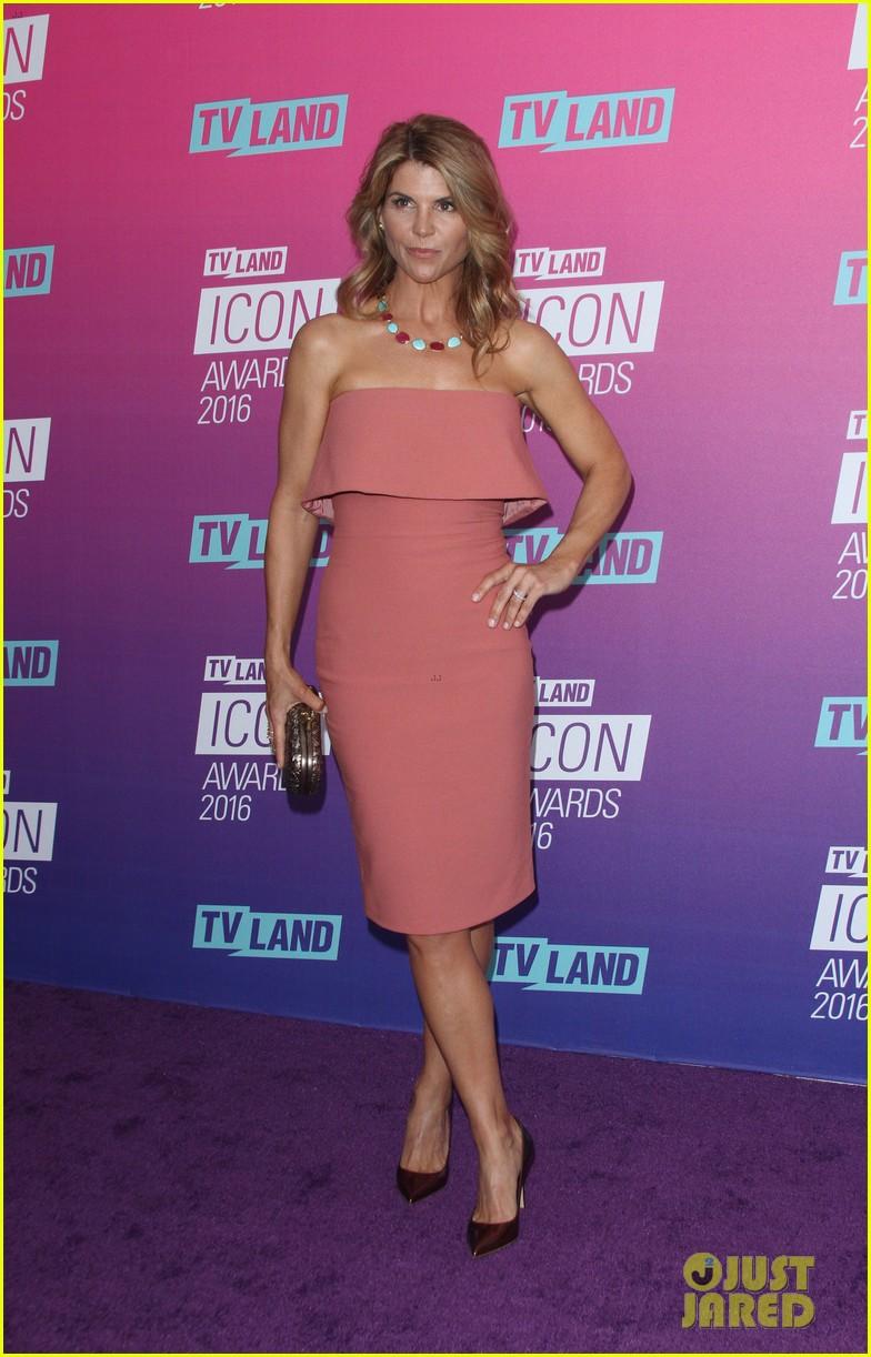 john stamos gets honored at tv land icon awards 2016 073627749