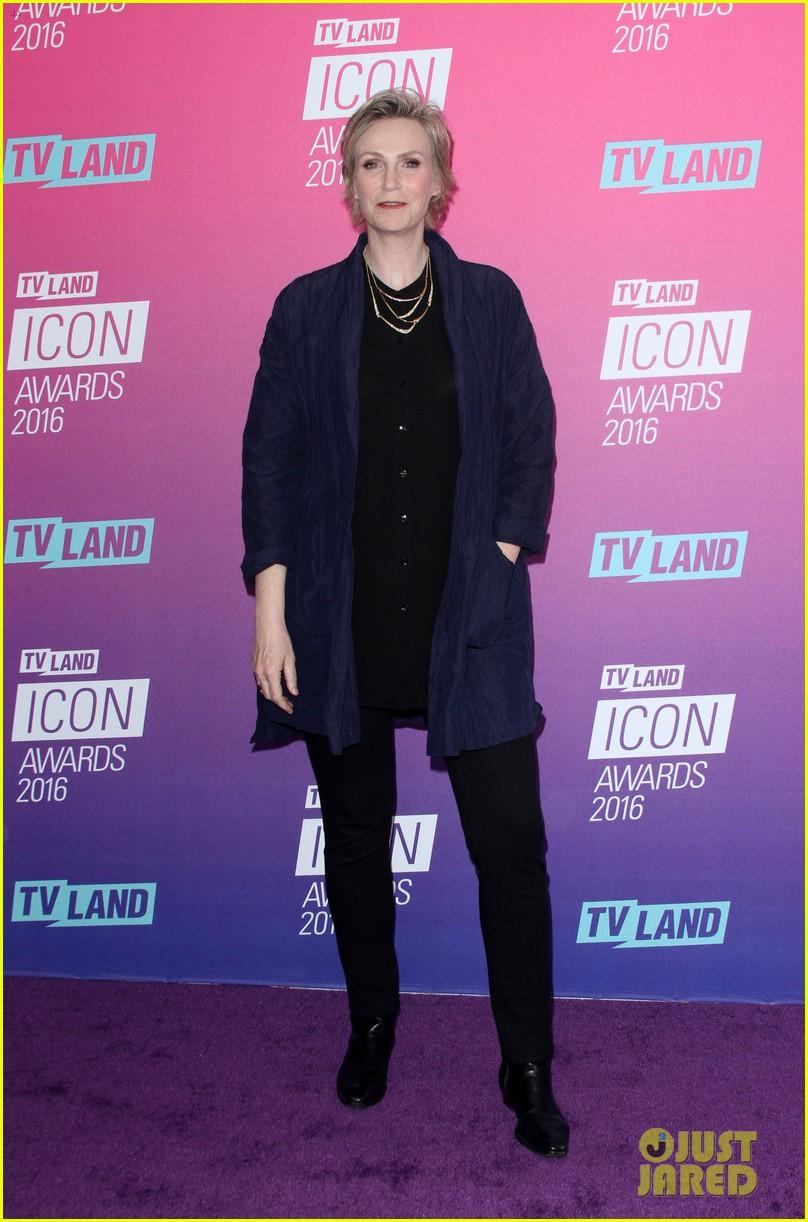 john stamos gets honored at tv land icon awards 2016 143627756