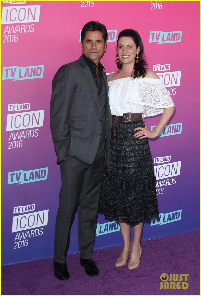 john stamos gets honored at tv land icon awards 2016 233627765