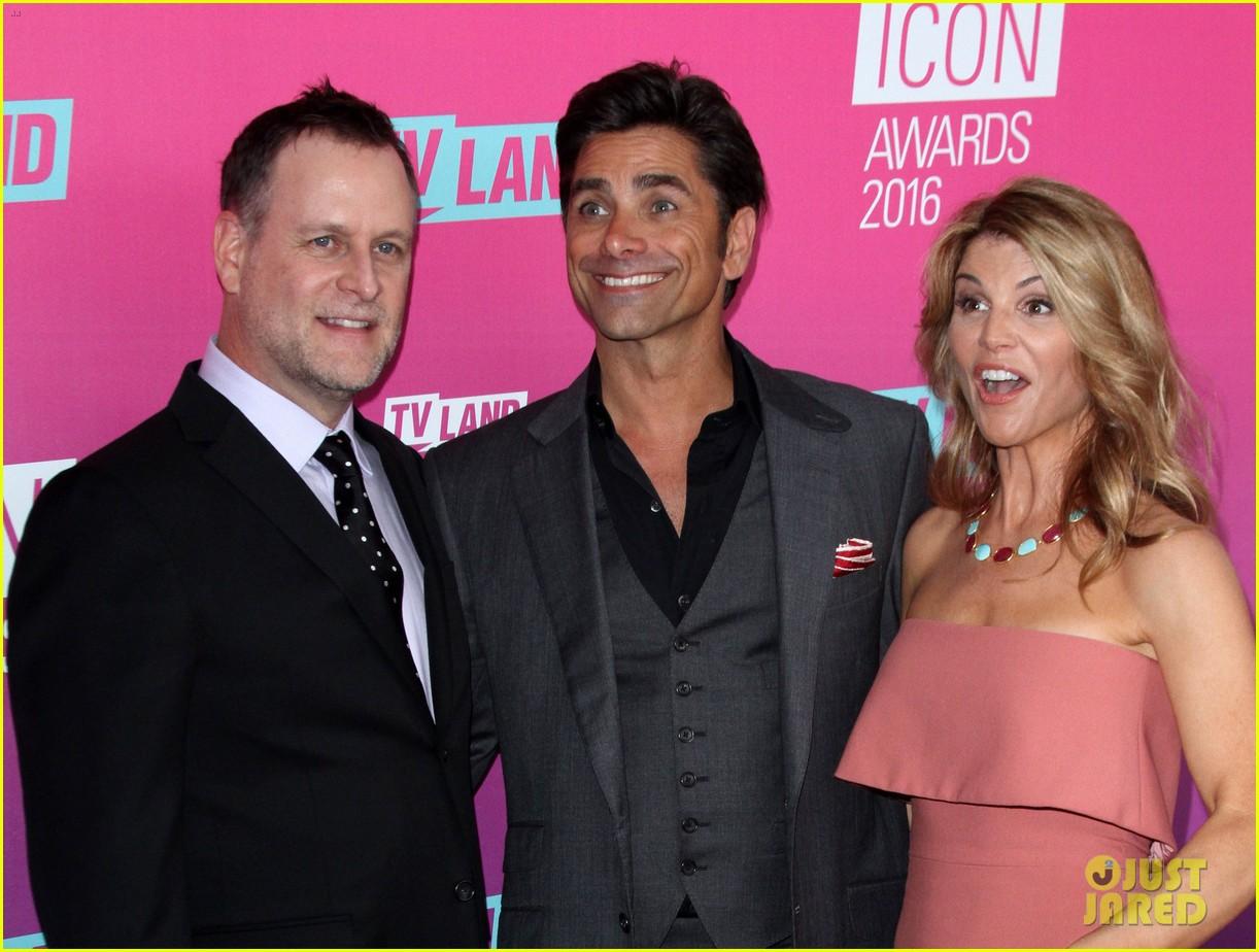 john stamos gets honored at tv land icon awards 2016 253627767