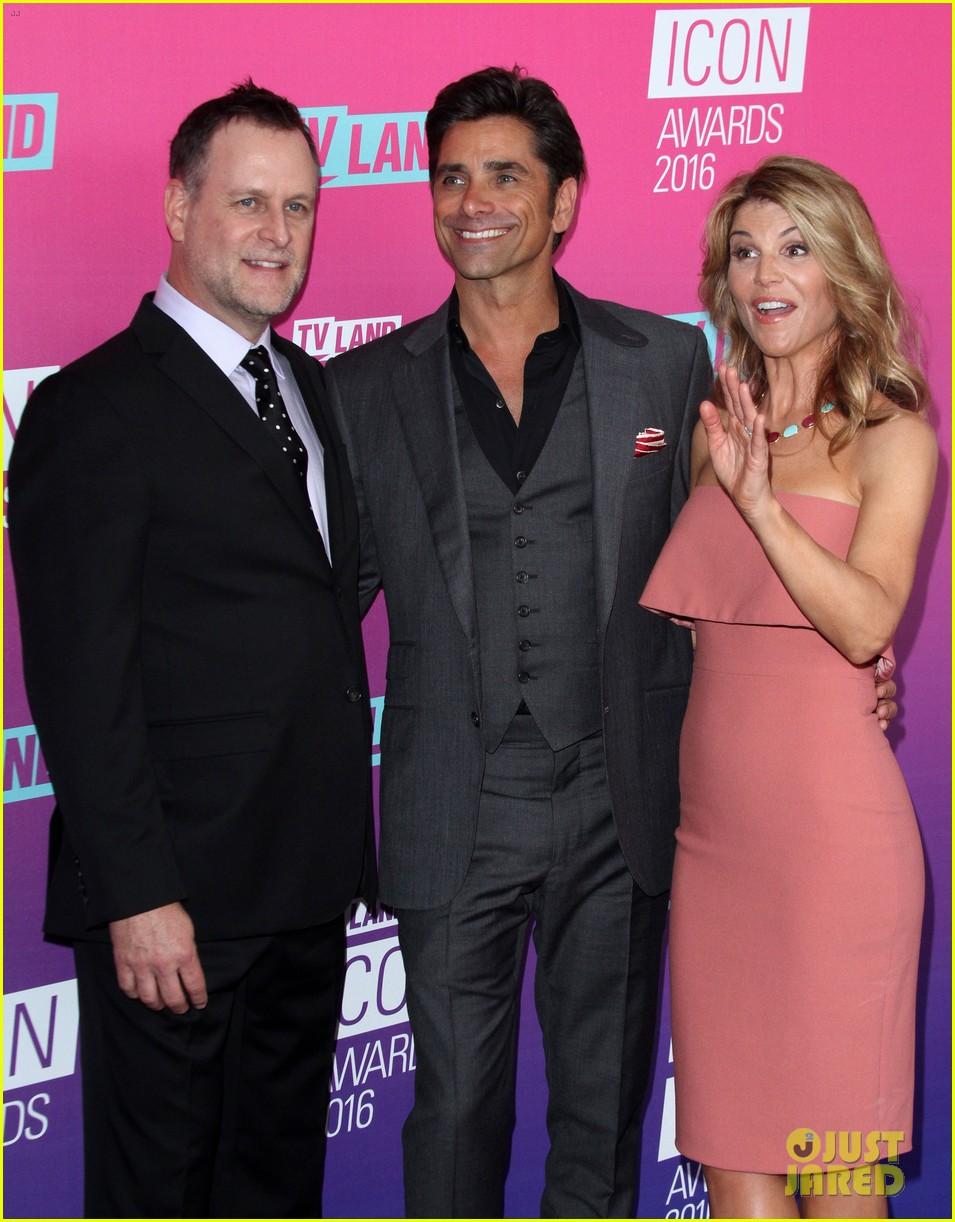 john stamos gets honored at tv land icon awards 2016 263627768
