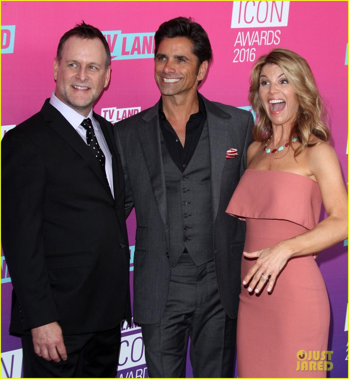 john stamos gets honored at tv land icon awards 2016 273627769