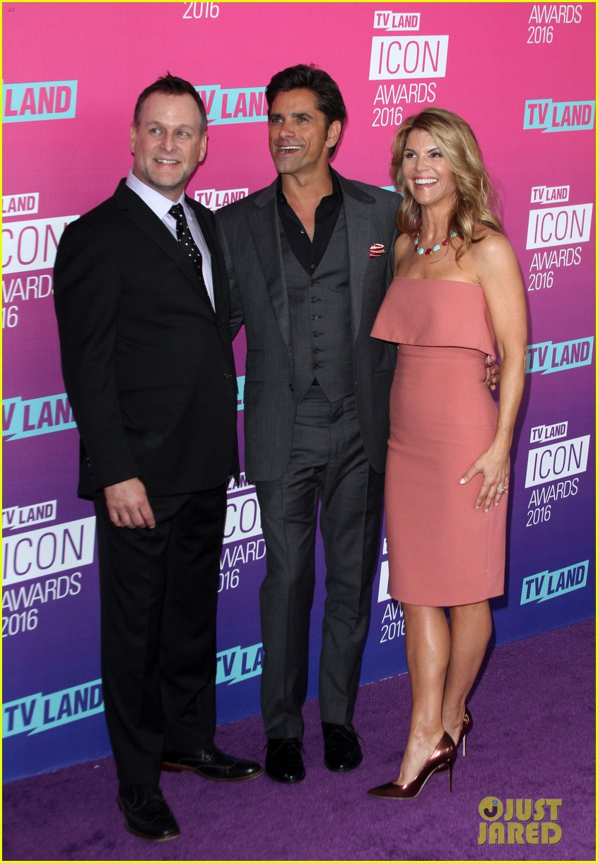 john stamos gets honored at tv land icon awards 2016 363627778