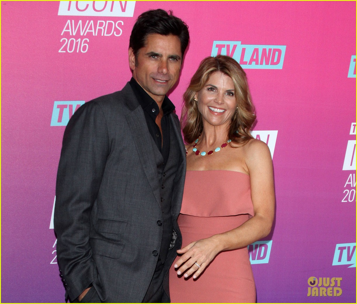 john stamos gets honored at tv land icon awards 2016 403627782