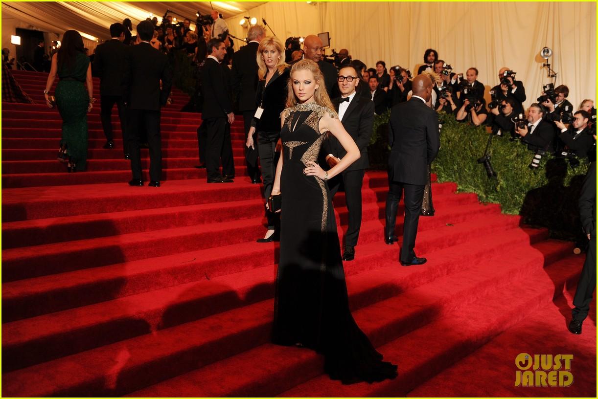 AOL - News, Politics, Sports Latest Headlines Elvira mistress of the night pictures